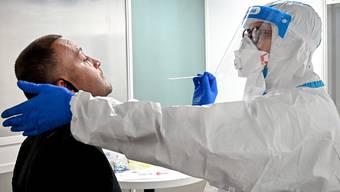 Coronatests werden auch in der Schweiz täglich mehrere Tausend durchgeführt.