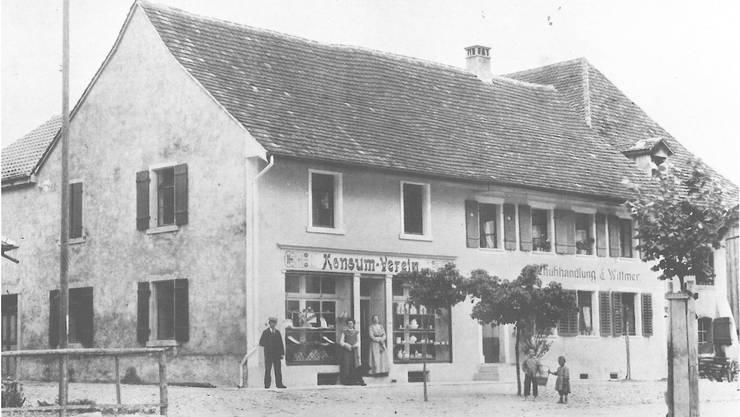 Die Liegenschaft Dorfplatz 2 um die Jahrhundertwende.