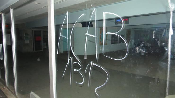 Dürfte den Polizisten besonders nicht gefallen haben: ACAB-Schmiererei am Badener Schulhaus Pfaffenkappe.