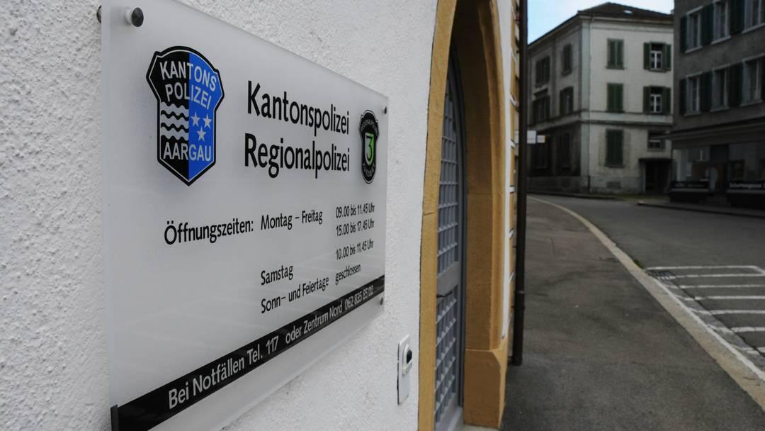 Aus 17 werden 9: Im Kanton Aargau sollen fast die Hälfte aller KAPO-Posten verschwinden. Wir die Sicherheit der Aargauer darunter leiden?