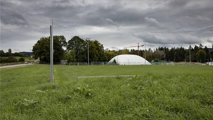 Tatort der neusten Attacke auf einen Schiedsrichter im Amateurfussball: Der Sportplatz Tägerhard in Würenlos.Bild: Chris Iseli (Würenlos, 26. September 2019)