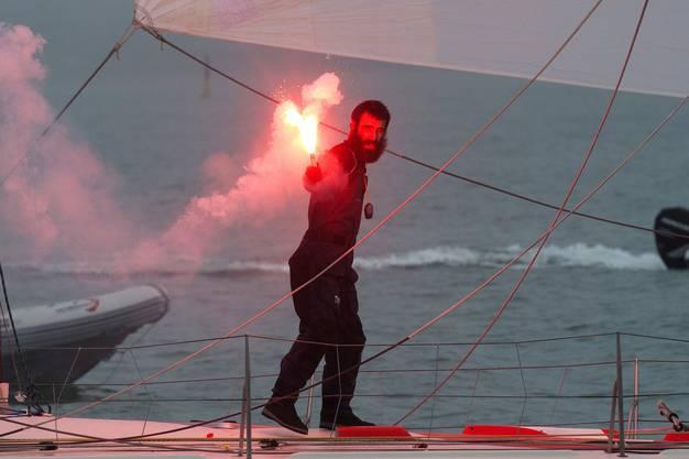 Als Alan Roura nach dreieinhalb Monaten auf See zurückkehrte in  den Hafen von Les Sables-d'Olonne, hatte er die Hälfte seiner Muskelmasse verloren und konnte kaum  noch gehen.