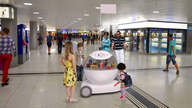 Der Roboter Mario verköstigt ab Dienstag Gäste am Zürcher Hauptbahnhof.