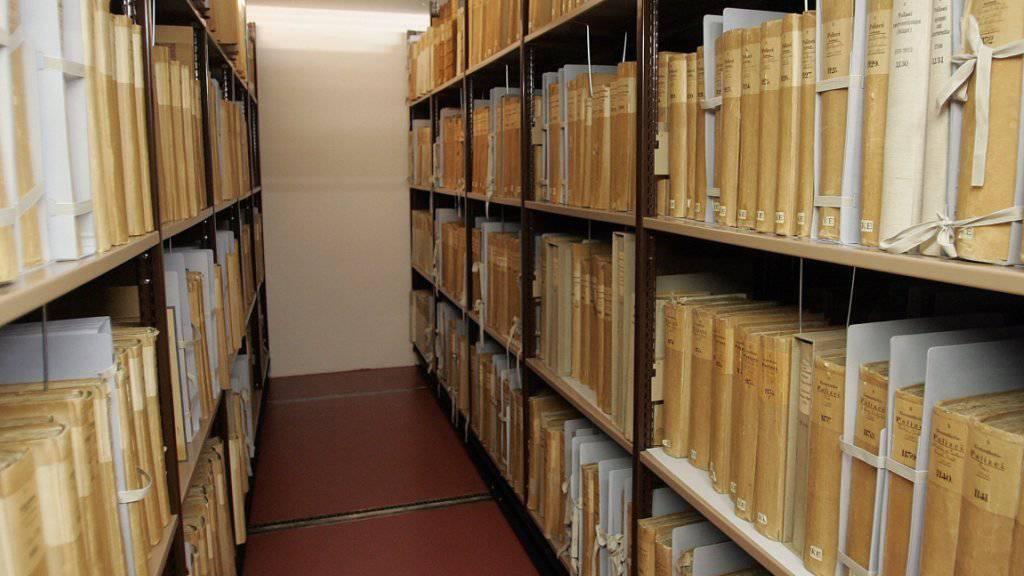 Das Bundesarchiv (hier im Bild) und die Kantone lagern zusammen fast 370 Laufkilometer Papierakten. (Archivbild)