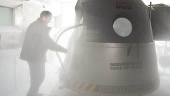 Aus dieser Kapsel will der österreichische Extremsportler Baumgartner in 36 Kiliometern Höhe abspringen. (Archiv)