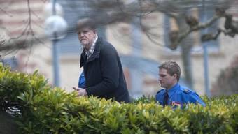 Peter Hans Kneubühl auf dem Weg ins Gericht