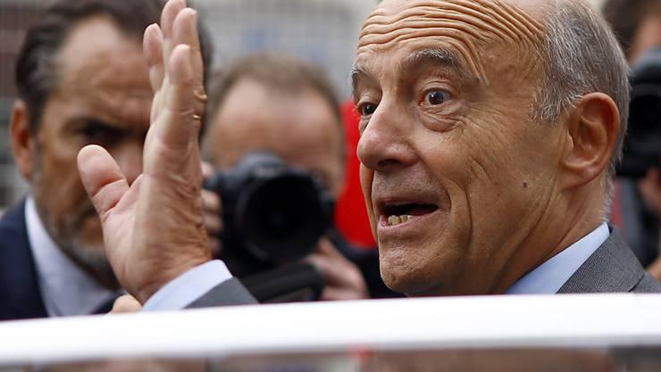 Alain Juppé, Bürgermeister von Bordeaux, ist Sarkozys grösster innerparteilicher Rivale. Mit seiner ruhigen Art und seinen gemässigten politischen Ansichten ist er bei den Franzosen deutlich beliebter als Sarkozy.  (Archiv)