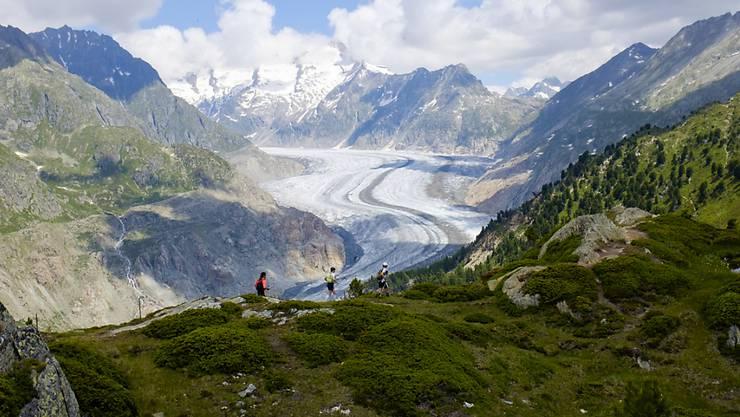 Der Aletsch Gletscher ist Unesco Welterbe: Doch mit zusehends häufigeren Hitzesommern schmelzen die Gletscher und schwitzen die Menschen. (Archivbild)