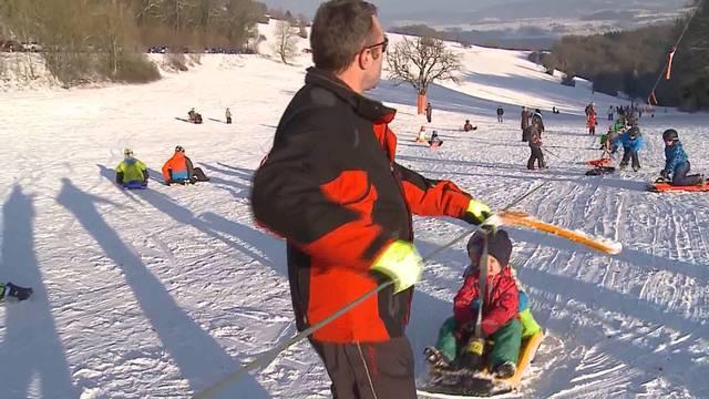 Spass im Schnee: Die Aargauer pilgern in Scharen auf den Horben und Rotberg