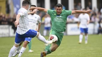 Die Fussballsaison im Aargau beginnt auch für Othmarsingen (in blau-weiss) und Mutschellen (grün).