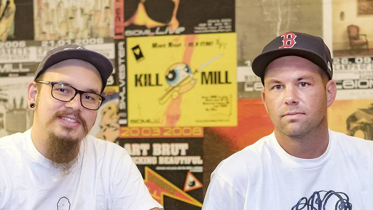 Jan Elsässer (links) und Serge Borer bringen das Laufner Biomill auf Vordermann.