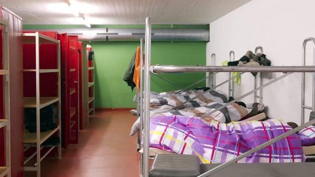 Der Kanton Aargau muss eine Gemeinde über eine geplante Asylunterkunft informieren, bevor er den Mietvertrag unterzeichnet hat. (Symbolbild)