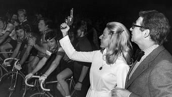 Die Dressurreiterin Christine Stückelberger erlangte durch ihren Olympiasieg Berühmtheit. Aus diesem Grund gab sie 1976  im Hallenstadion auch den Startschuss zum Sechstagerennen.