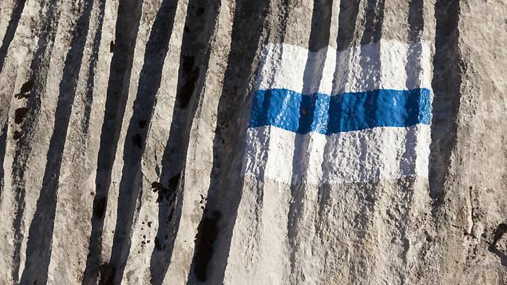 Auf einem blau-weiss markierten Gebirgswanderweg oberhalb von Seelisberg ist eine Wanderin tödlich verunglückt. (Symbolbild)