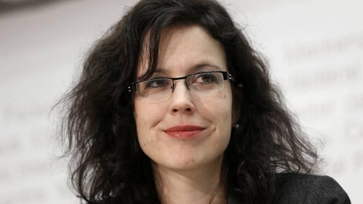 Christelle Luisier, FDP-Politikerin und Favoritin für die Ersatzwahl von Jacqueline de Quattro (FDP) in den Waadtländer Staatsrat, wird überraschend von drei Kandidaten herausgefordert. (Archivbild)