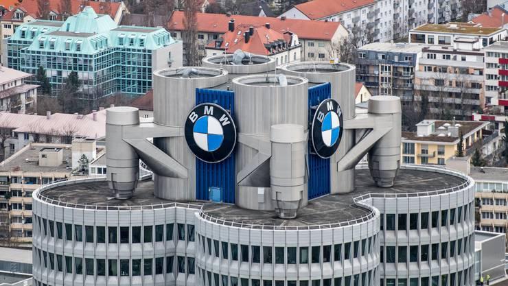Porsche, Volkswagen (VW), Audi, Daimler und BMW sollen sich untereinander abgesprochen haben. Im Bild: das BMW-Hauptquartier in München.
