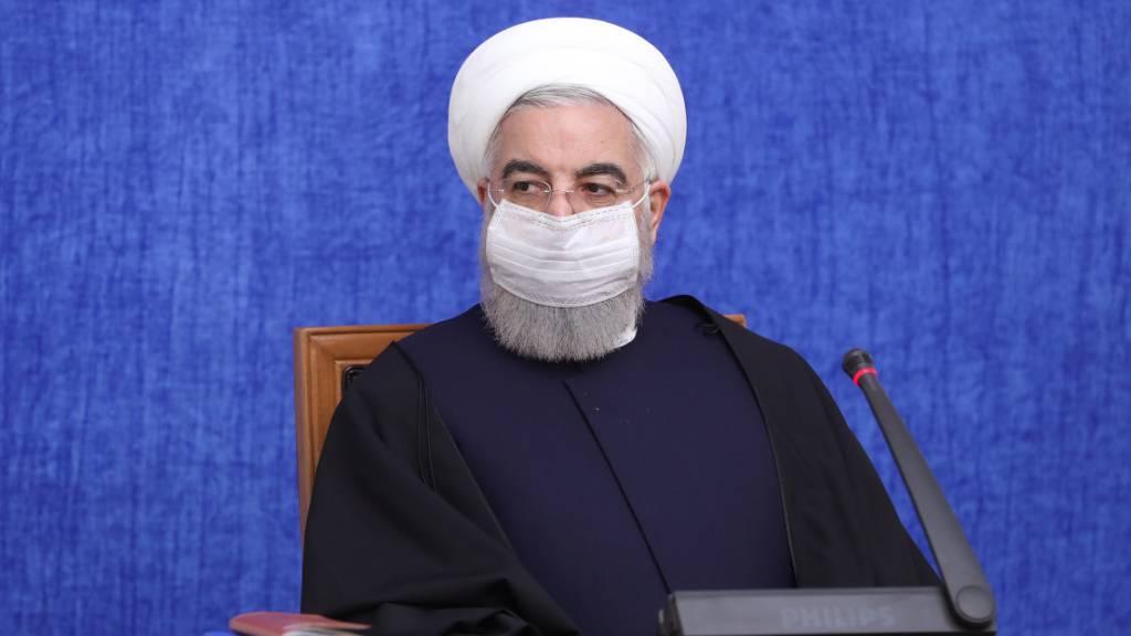 ARCHIV - Hassan Ruhani, Präsident des Iran, leitet eine Sitzung der wirtschaftlichen Koordinationszentrale der Regierung. Foto: Ebrahim Seydi/Iranian Presidency/dpa - ACHTUNG: Nur zur redaktionellen Verwendung und nur mit vollständiger Nennung des vorstehenden Credits