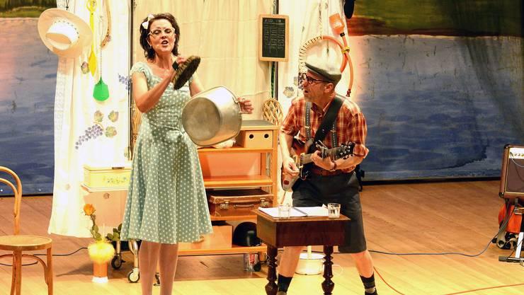 Daisy (Gitte Deubelbeiss) und Kurt (Martin Deubelbeiss) finden keinen geeigneten Mitbewohner für ihre stierige WG.