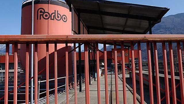 Der Bodenbelags- und Klebstoffhersteller Forbo steigert Umsatz und Gewinn (Archiv)