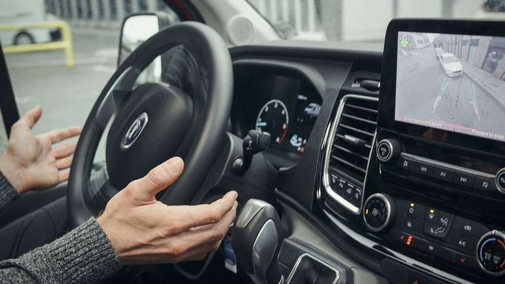 Männer schalten Assistenzsysteme im Auto häufiger aus als Frauen
