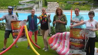 Mit Schnorchel und Shaker: Das «Jump In!»-OK gibt einen Vorgeschmack auf die Workshops, die beim Event im Möhliner Schwimmbad Bachtalen angeboten werden.