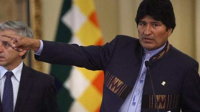 Boliviens Präsident Morales macht Benzinpreis-Erhöhung rückgängig.