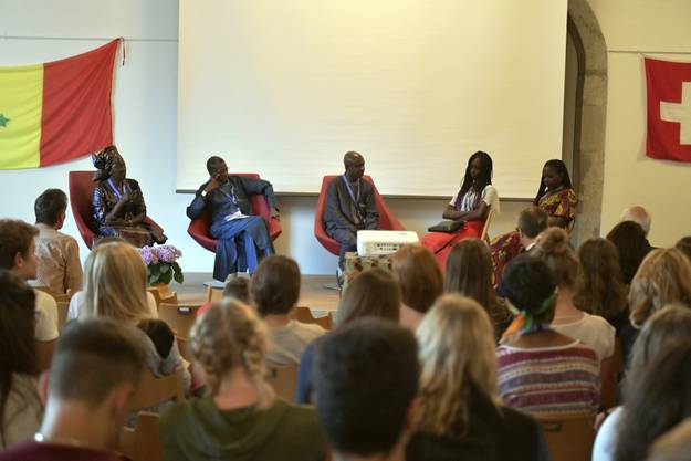 Die senegalesische Delegation auf der Bühne