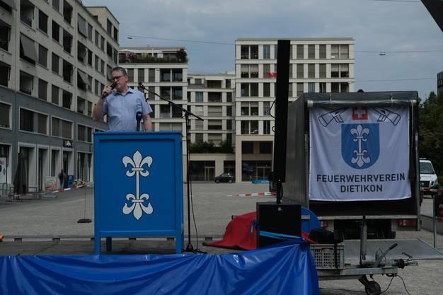 Stadtpräsident Roger Bachmann begrüsste am Mittag die Besucher auf dem Rapidplatz.