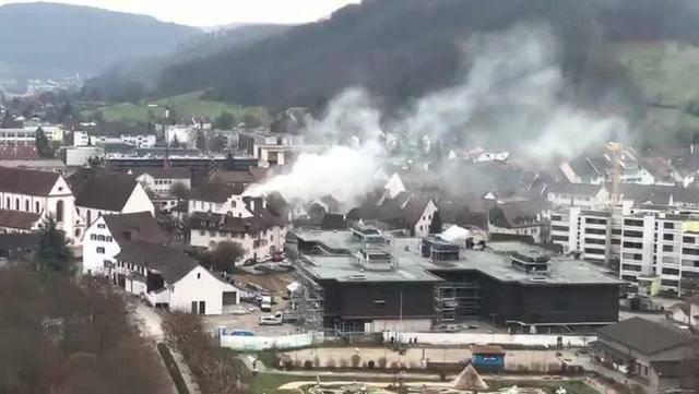 Rauchschwaden steigen über Bad Zurzach auf, dann erklingt das Horn der Feuerwehr