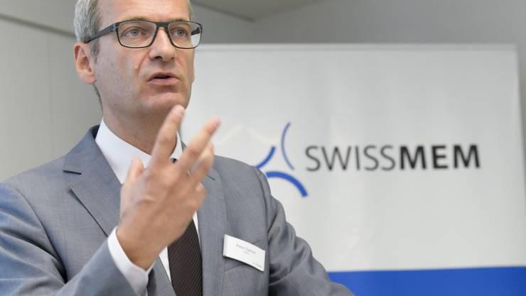 Swissmem-Direktor Peter Dietrich rechnet für 2017 mit steigenden Umsätzen in der MEM-Industrie. Indiz dafür sind die Auftragseingänge. Diese nahmen von Januar bis September um 12,4 Prozent zu. (Archiv)