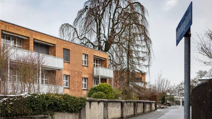Die Liegenschaft «Auf Walthersburg» besteht aus dem eingemieteten Seniorenzentrum mit 29 Wohnungen und Cafeteria sowie 30 normalen Mietwohnungen.