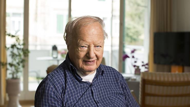Arnold Hottinger im April 2013 in seiner Wohnung in Zug. Dort ist der grosse Nahost-Kenner in der Nacht auf Dienstag im Alter von 92 Jahren gestorben.