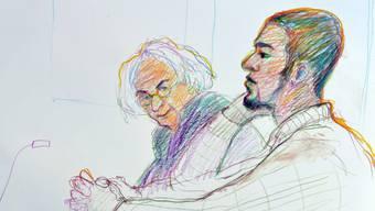 """Der als """"Carlos"""" bekannt gewordene Zürcher Jugendstraftäter (rechts im Bild) stand im August 2015 vor dem Bezirksgericht in Dietikon ZH. (Archivbild)"""