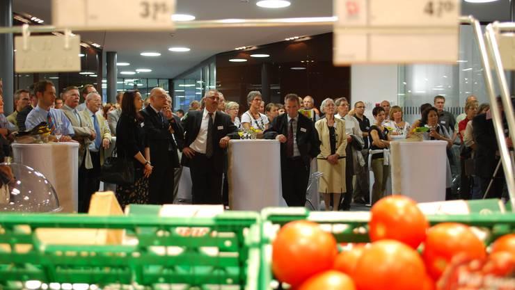 Viele Gäste an der Eröffnung: Der neue Coop-Laden ist doppelt so gross wie der alte und bietet 9000 Artikel an. Eddy Schambron