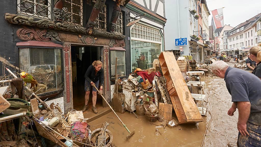 Suchen, retten, aufräumen - Nach der Flut werden die Folgen deutlich