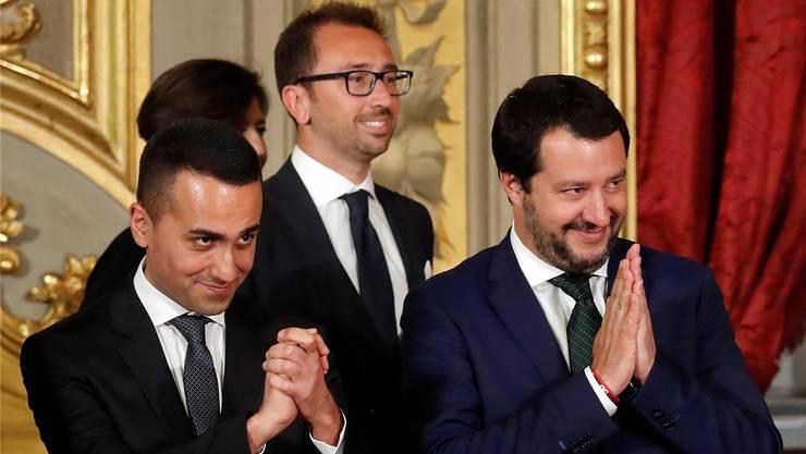100 Tage im Amt: Luigi Di Maio (l.) von der Protestbewegung Cinque Stelle und Matteo Salvini (r.) von der Lega.