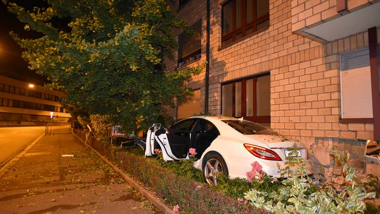Basel BS, August 5th: There was a self-accident with an injured person on Mittleren Strasse. The driver is searched.