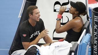 Naomi Osaka (rechts) trennt sich von Trainer Sascha Bajin (links)