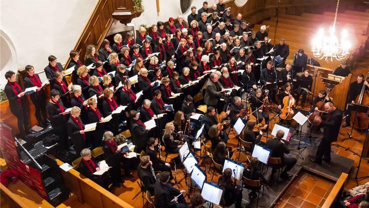Der Reformierte Kirchenchor Zurzach und die Chorgemeinschaft Oberlauchringen arbeiten unter der Leitung von Dirigent Eckhard Kopetzki erfolgreich zusammen. zvg