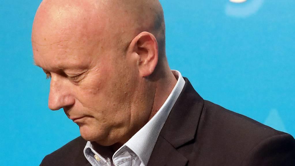 Gründlich verrechnet und jetzt die Konsequenzen gezogen: Thüringens Kürzestzeit-Ministerpräsident Kemmerich geht auf der Stelle.