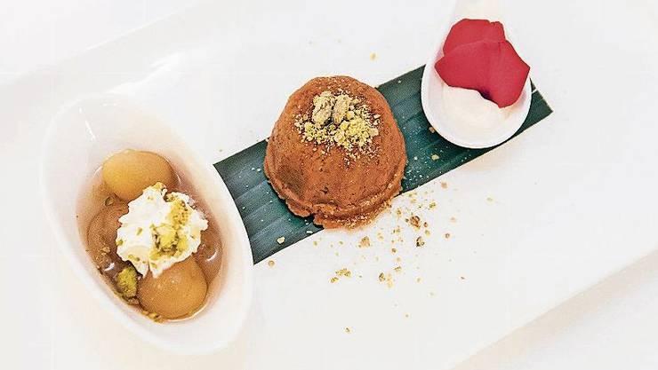Gericht von Asma Khan: Afghanische Aprikosen und Halwa, eine Art Pudding aus geriebenen Karotten, Milch und Zucker.