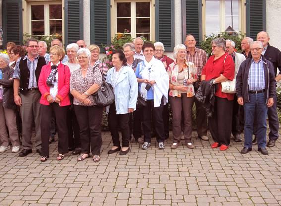 Die Teilnehmer vor dem Restaurant Adler in Gipf-Oberfrick