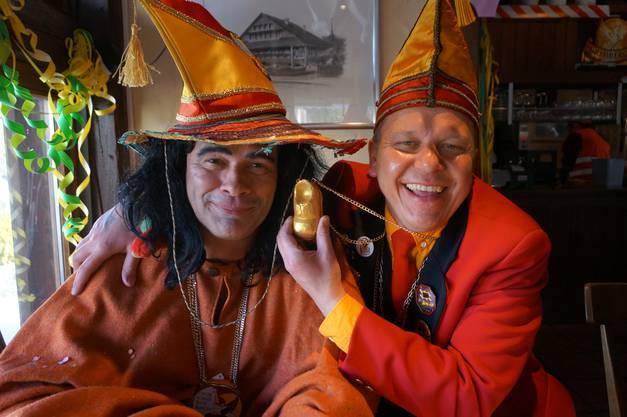Schirmherr Stephan Bohnenblust (links) und Zeremonienmeister Daniel Leutwiler mit seinem goldenen Halbschuh