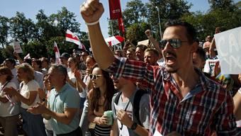 In Minsk fordern Demonstrierende den Rücktritt von Präsident Alexander Lukaschenko.