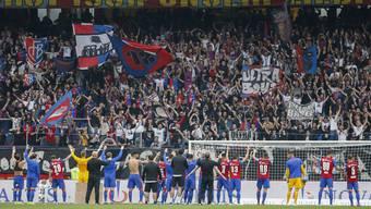 Ein Bild aus besseren Zeiten, als die Fans noch ihre Mannschaft feierten und der Klub der Stadiongenossenschaft noch Miete zahlte.