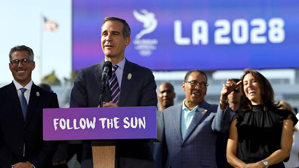 Eric Garcetti, Bürgermeister von Los Angeles, teilt seinen Leuten in Kalifornien mit, dass L.A. die Sommerspiele 2028 organisieren wird.