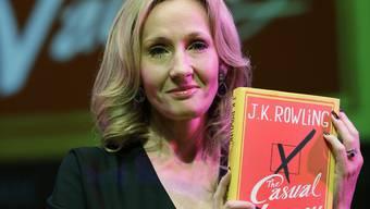 Der neue Roman von Joanne K. Rowling ist noch kein so grosser Hit wie ihre Bücher über den Zauberlehrling (Archiv)