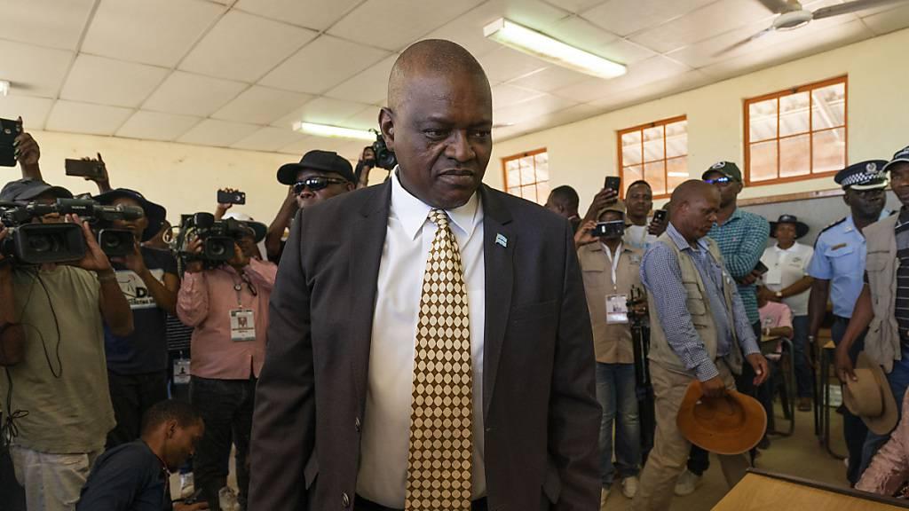 Botswanas Präsident Mokgweetsi Masisi ist seit April 2018 im Amt. Nun hat er sich bei den Wahlen eine zweite Amtszeit gesichert. (Archivbild)