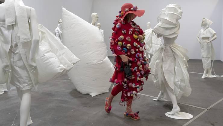 Ein Thema des Tages: Das Vulva-Kleid an der Art Basel.