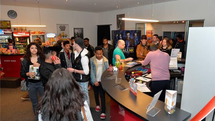 Im Foyer des Kino Rex: Der Film «Fast & Furios 7 lockt vor allem jüngeres Publikum in die Kinos.